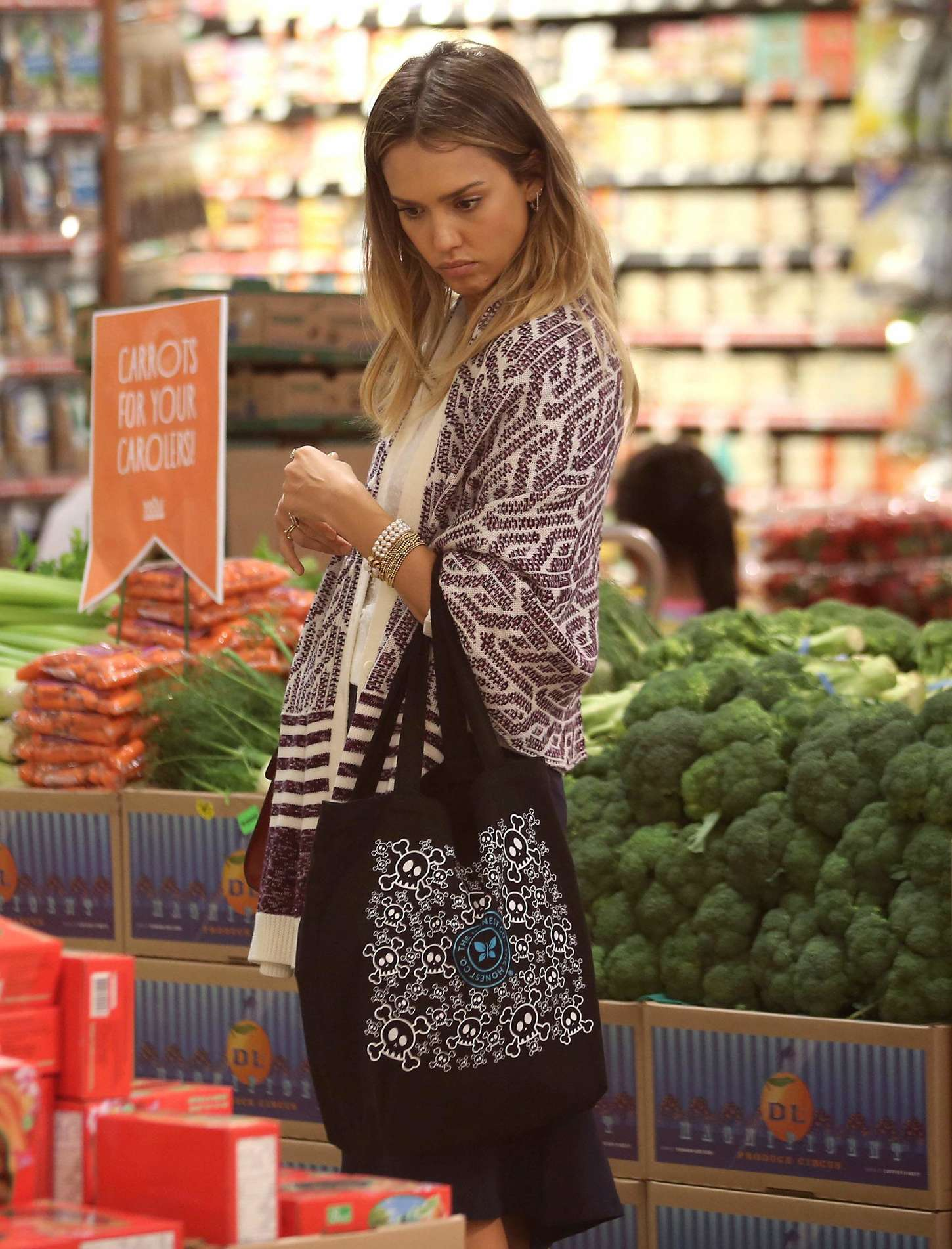 Jessica Alba - Shopping at Whole Foods in LA