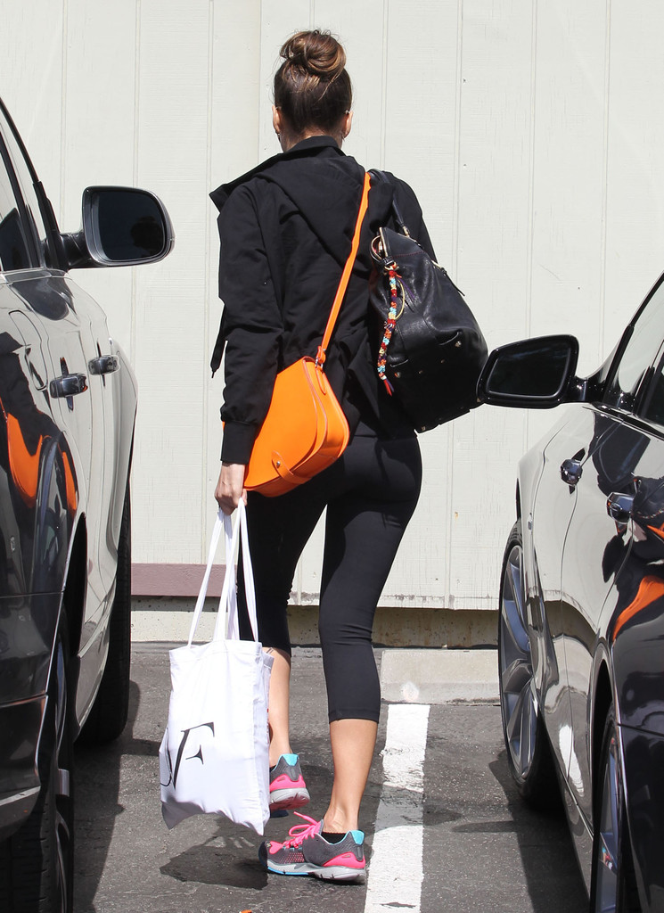 Jessica Alba – Tight Candids in Santa Monica-12