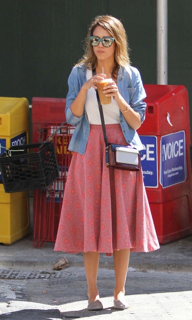 Jessica Alba Walking Around in NYC
