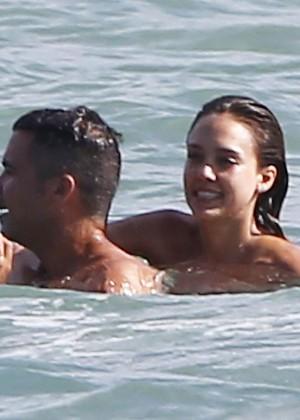 Jessica Alba bikini photos: Mexico 2014-06