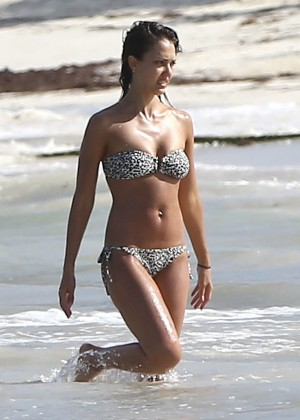 Jessica Alba bikini photos: Mexico 2014-12