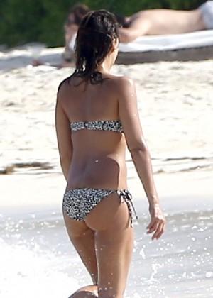 Jessica Alba bikini photos: Mexico 2014