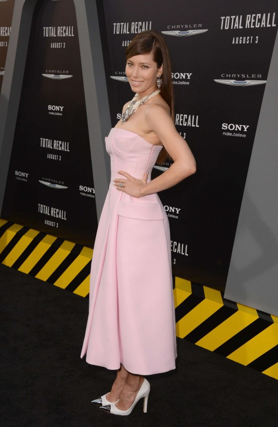 jessica-biel-at-total-recall-premiere-in-hollywood-07