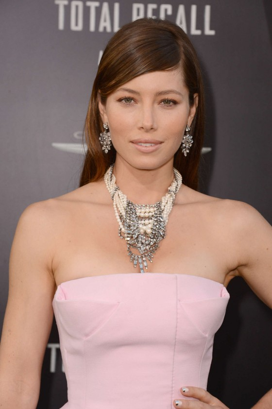 Jessica Biel hot in long dress at Total Recall Premiere