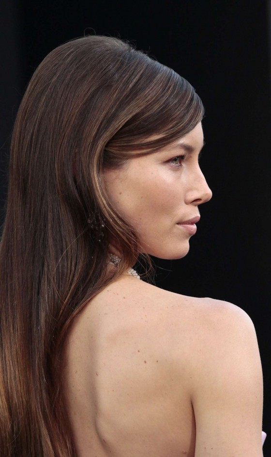 jessica-biel-at-total-recall-premiere-in-hollywood-10
