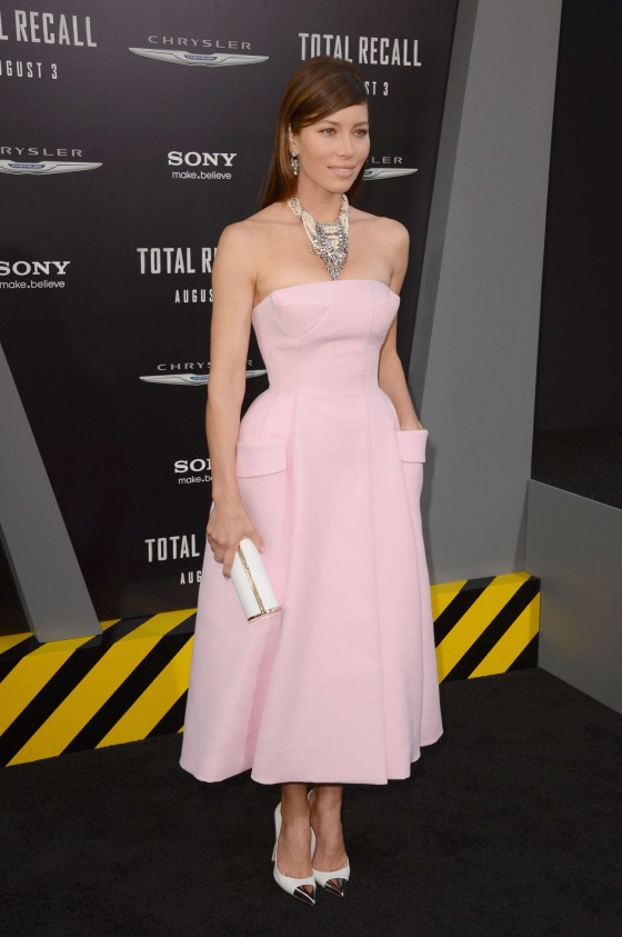 jessica-biel-at-total-recall-premiere-in-hollywood-12