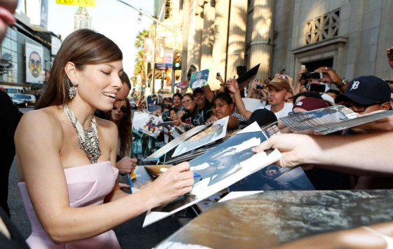 jessica-biel-at-total-recall-premiere-in-hollywood-15