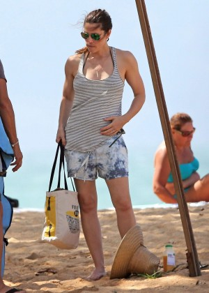 Jessica Biel in Black Bikini in Maui -08