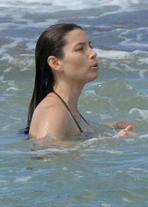 Jessica Biel in Black Bikini in Maui -09