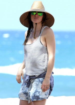 Jessica Biel in Black Bikini in Maui -25