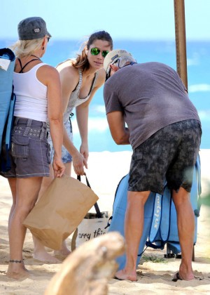 Jessica Biel in Black Bikini in Maui -48