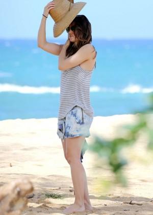 Jessica Biel in Black Bikini in Maui -53