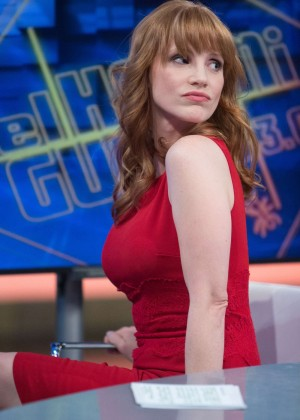 """Jessica Chastain in Red Dress at """"El Hormiguero"""" TV Show at Vertice Studio in Madrid"""