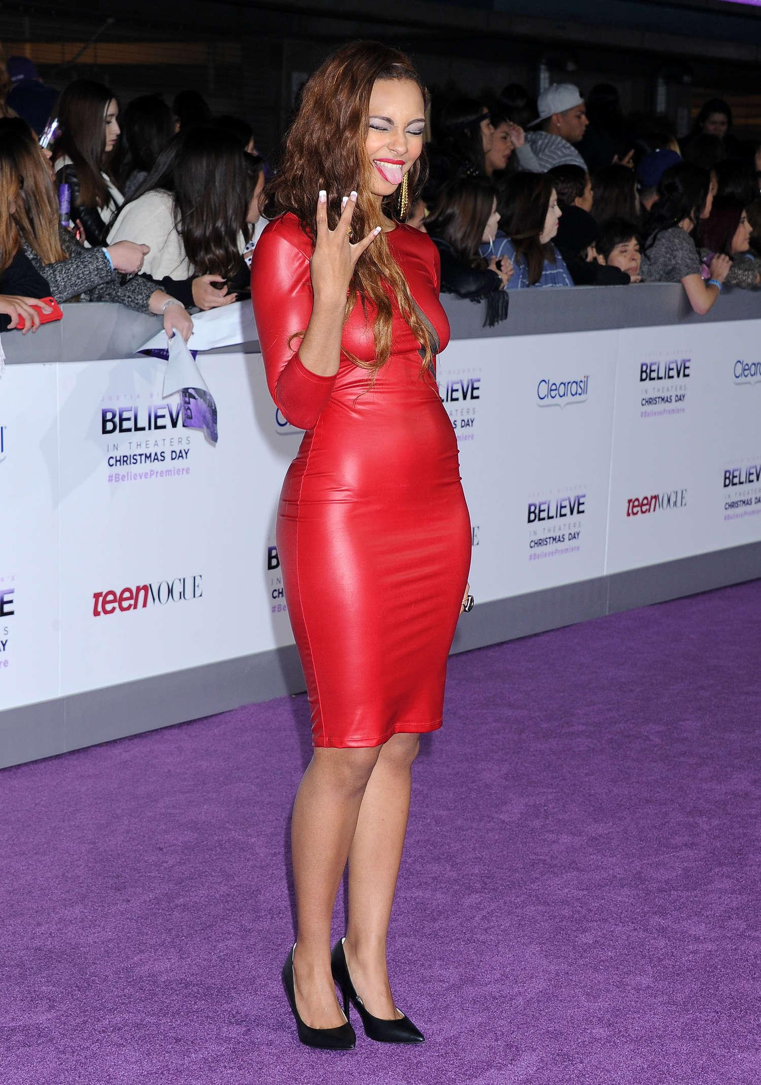 Jessica Jarrell  Justin Biebers Believe Premiere -06 - Full SizeJustin Bieber And Jessica Jarrell Kissing