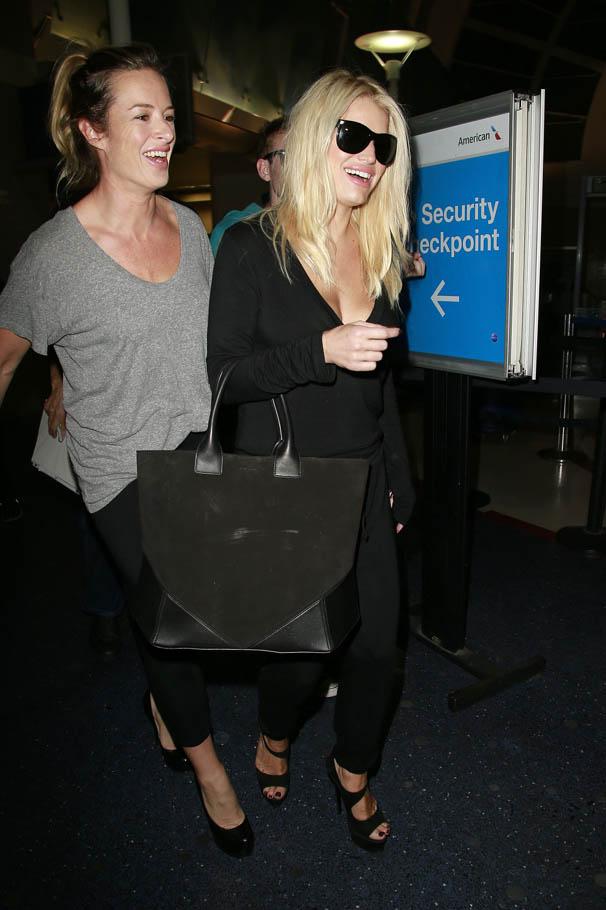 Jessica Simpson at LAX -06