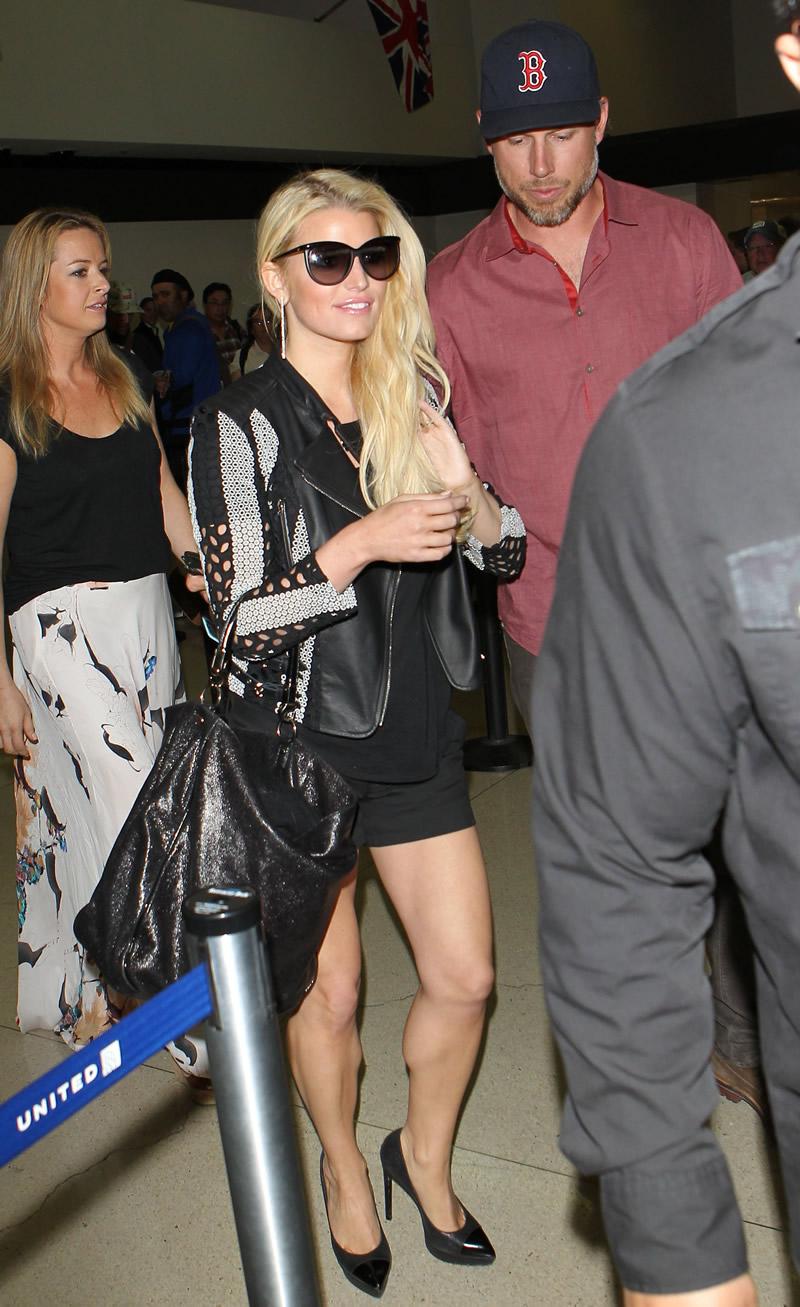 Jessica Simpson 2014 : Jessica Simpson at Washington Dulles Airport-02