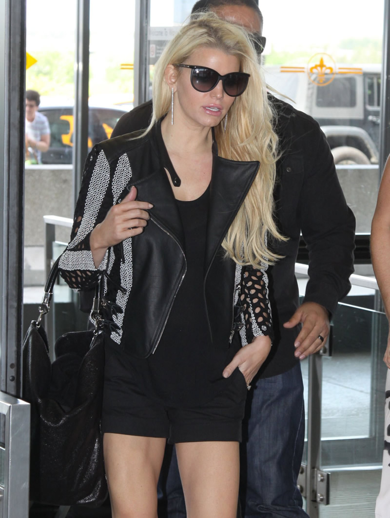 Jessica Simpson 2014 : Jessica Simpson at Washington Dulles Airport-05