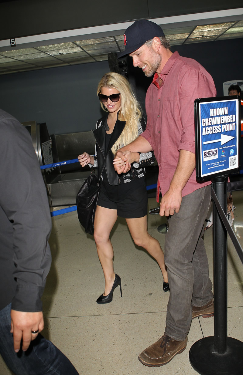 Jessica Simpson 2014 : Jessica Simpson at Washington Dulles Airport-10