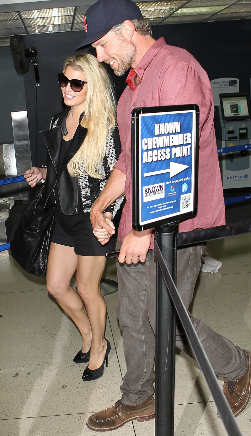 Jessica Simpson 2014 : Jessica Simpson at Washington Dulles Airport-12
