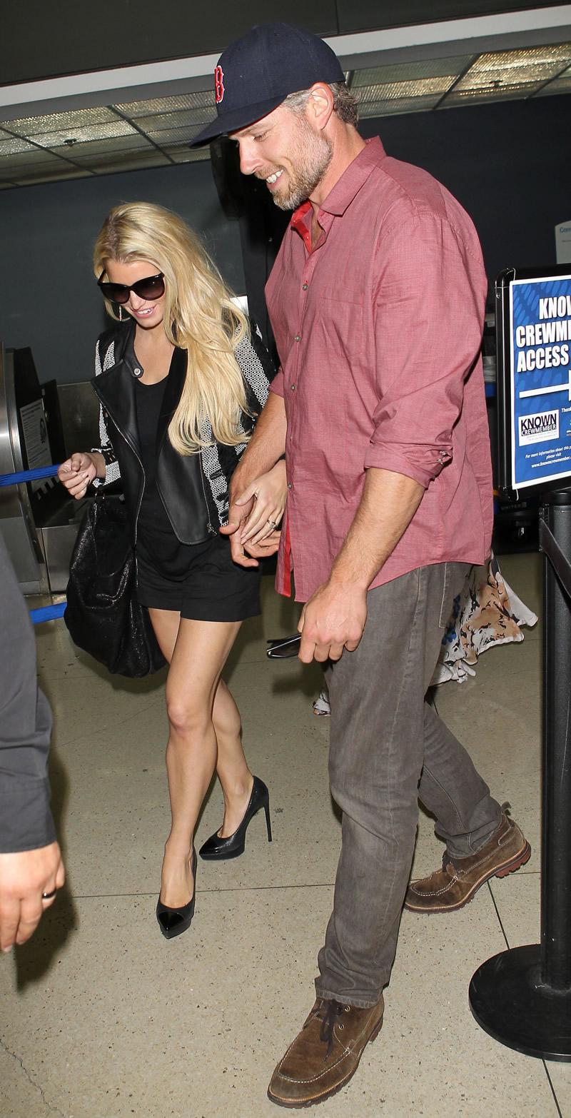 Jessica Simpson 2014 : Jessica Simpson at Washington Dulles Airport-16