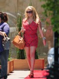 jessica-simpson-cleavage-candids-in-los-angeles-01