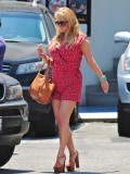 jessica-simpson-cleavage-candids-in-los-angeles-09