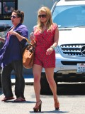 jessica-simpson-cleavage-candids-in-los-angeles-14