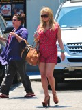 jessica-simpson-cleavage-candids-in-los-angeles-17