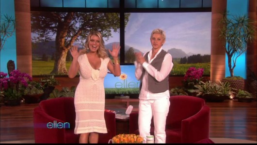 jessica-simpson-cleavage-on-the-ellen-show-02