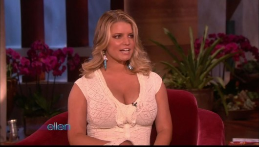 jessica-simpson-cleavage-on-the-ellen-show-03
