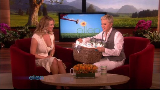 jessica-simpson-cleavage-on-the-ellen-show-04