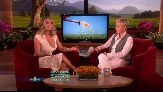 jessica-simpson-cleavage-on-the-ellen-show-05