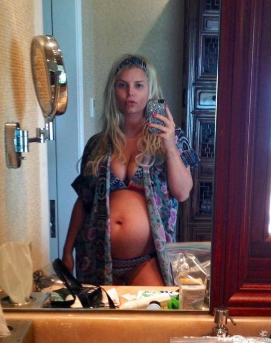 Jessica Simpson - Pregnant Twitter Self Shot Photo