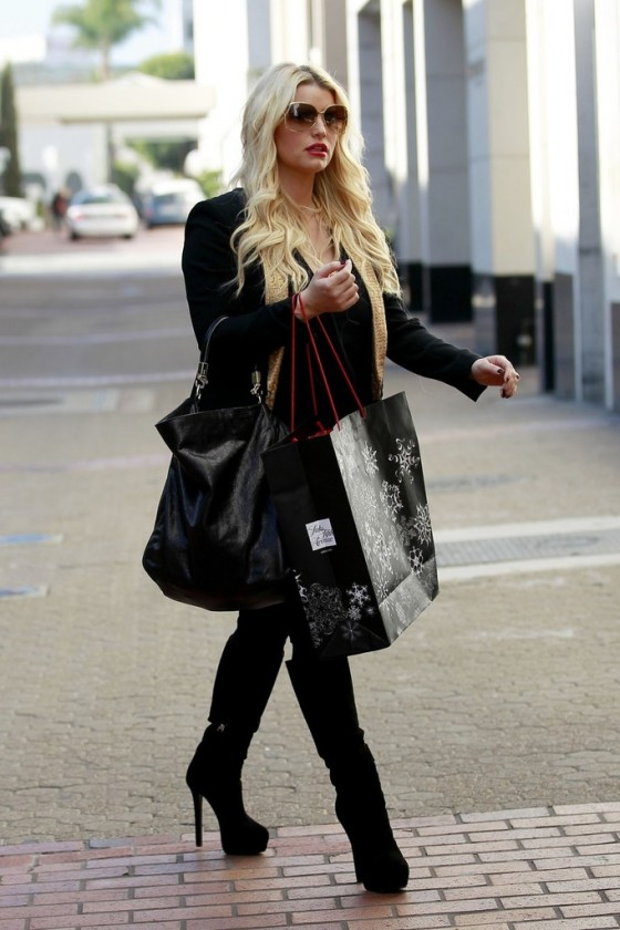 Jessica Simpson - shopping in Beverly Hills-06