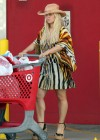 jessica-simpson-shopping-in-hawaii-11