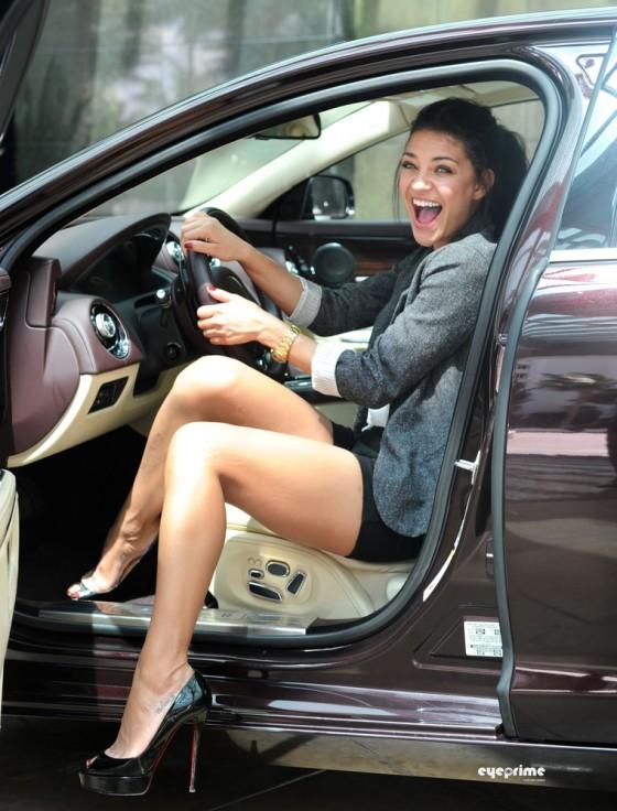 Jaguar Santa Monica >> jessica-szohr-leggy-candids-in-miami-jaguar-xj-driving-experience-06 – GotCeleb