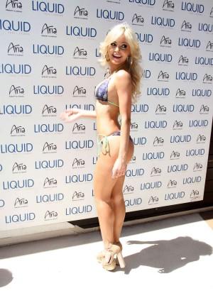 Jhenny Andrade in bikini -08