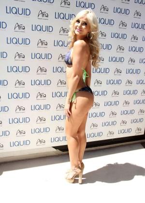 Jhenny Andrade in bikini -11