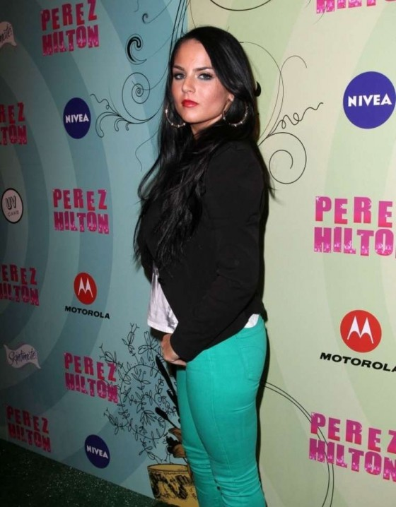 Joanna JoJo Levesque in tight jeans at Mad Hatter Ball-01