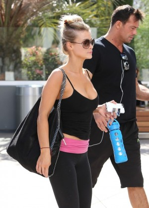 Joanna Krupa in Leggings Going to a gym in Los Angeles
