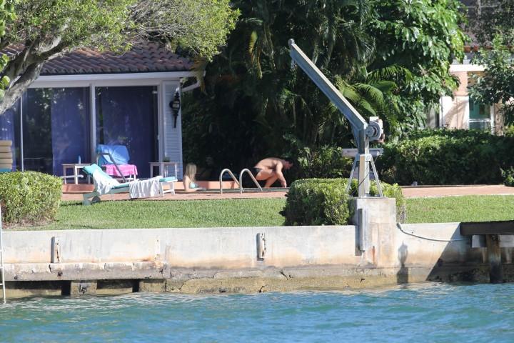 Joanna Krupa hot in a bikini in Miami -15