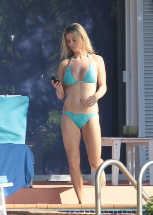Joanna Krupa hot in a bikini in Miami -16
