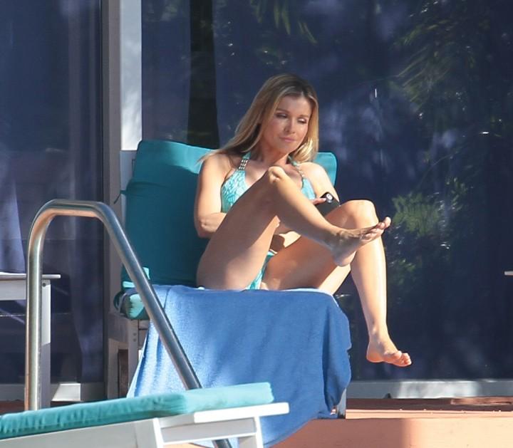 Joanna Krupa hot in a bikini in Miami -34