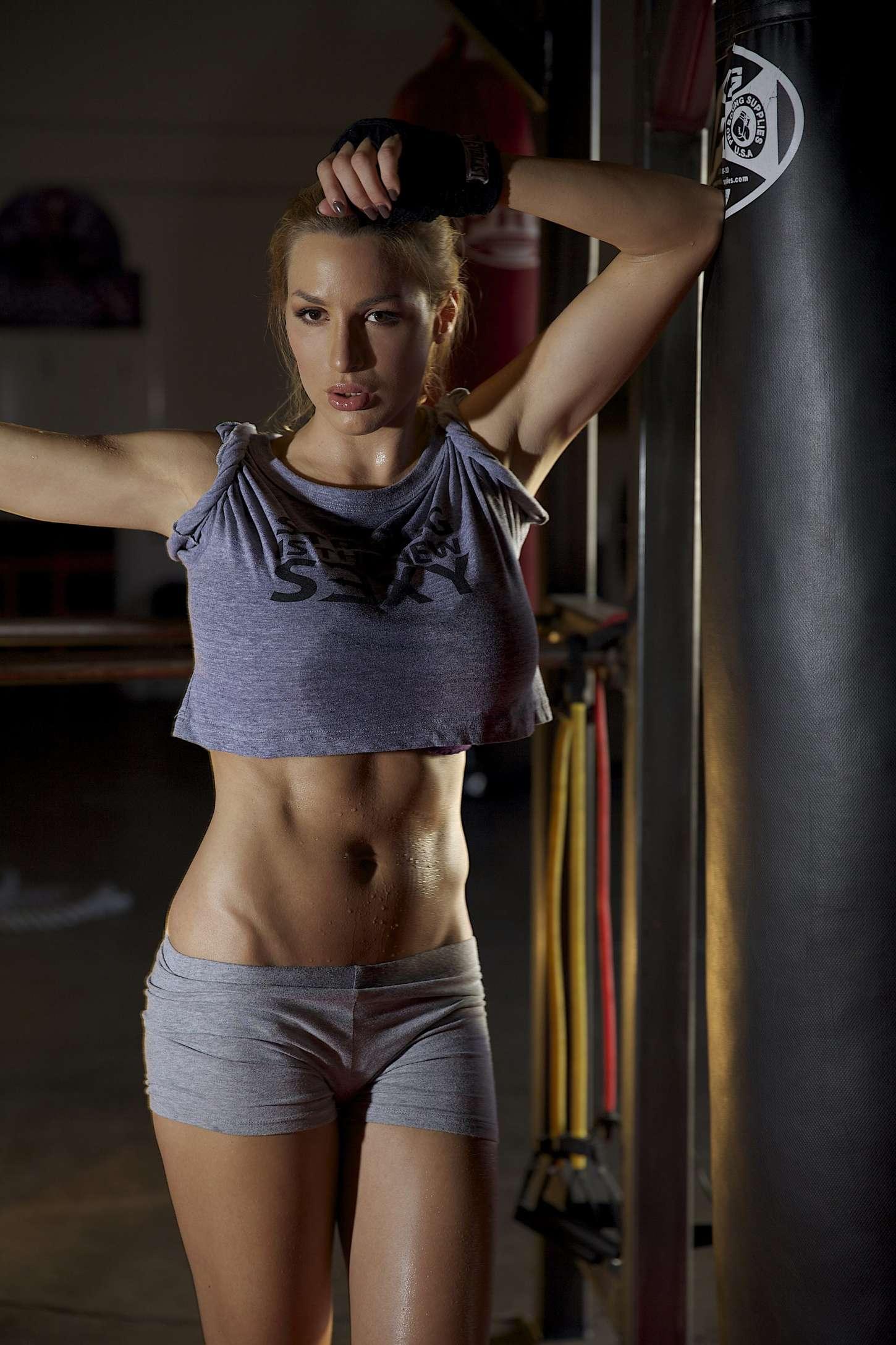 Jordan Carver: Prepares for Celebrity Boxing Match -09 ...