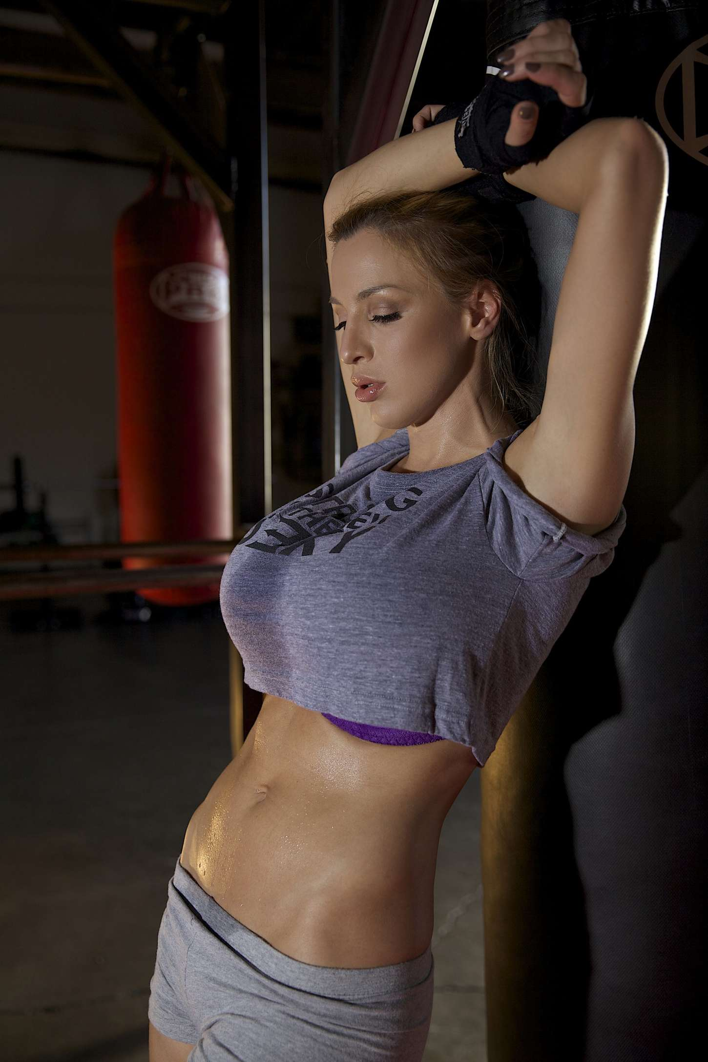 Jordan Carver Nude Photos 6