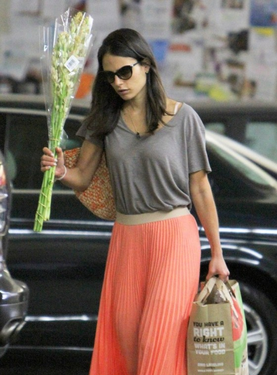 jordana-brewster-shopping-candids-at-whole-foods-07