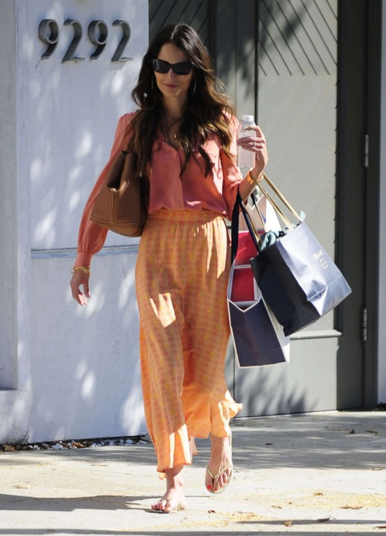 Jordana Brewster – Shopping-14