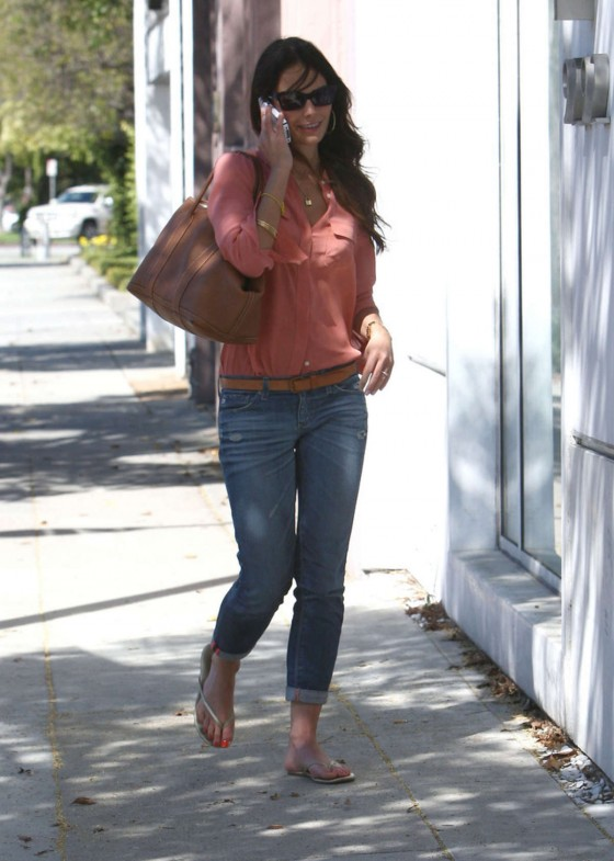 Jordana Brewster – Shopping-15