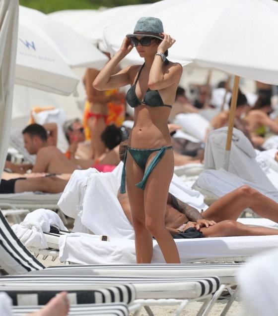 Julia Pereira – wearing a bikini in Miami -19