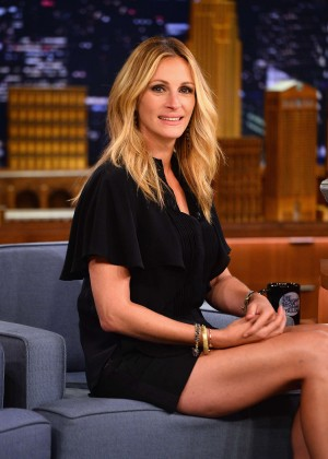 Julia Roberts Looks Amazing on The Tonight Show With Jimmy Fallon
